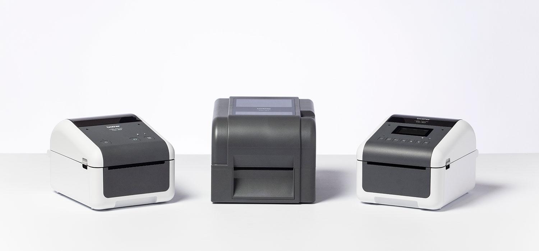 3 imprimante Brother TD pe un fundal alb
