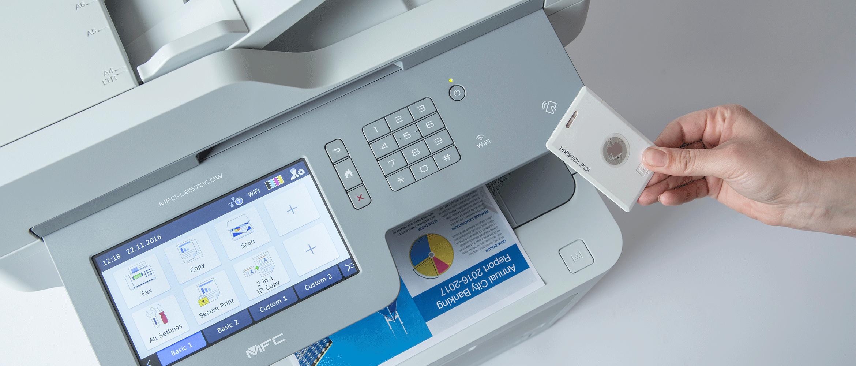 MFC-L95700CDW cu imprimare securizată folosind card ID