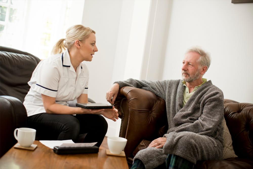 Pacient primind asistență acasă