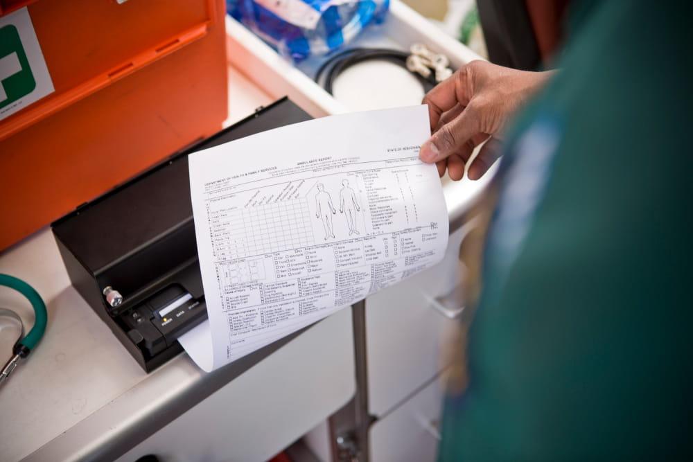 Document A4 imprimat în ambulanță