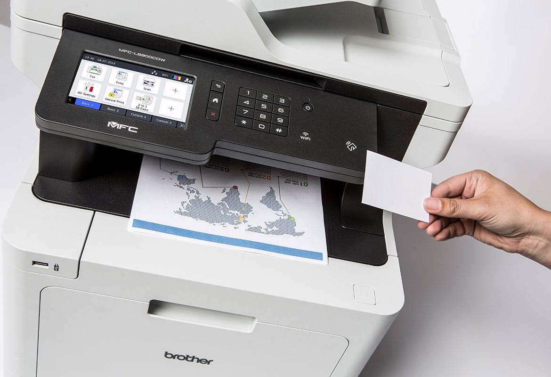 Utilizare card NFC pentru imprimare securizată pe imprimantă multifuncțională laser color Brother MFC-L8900CDW