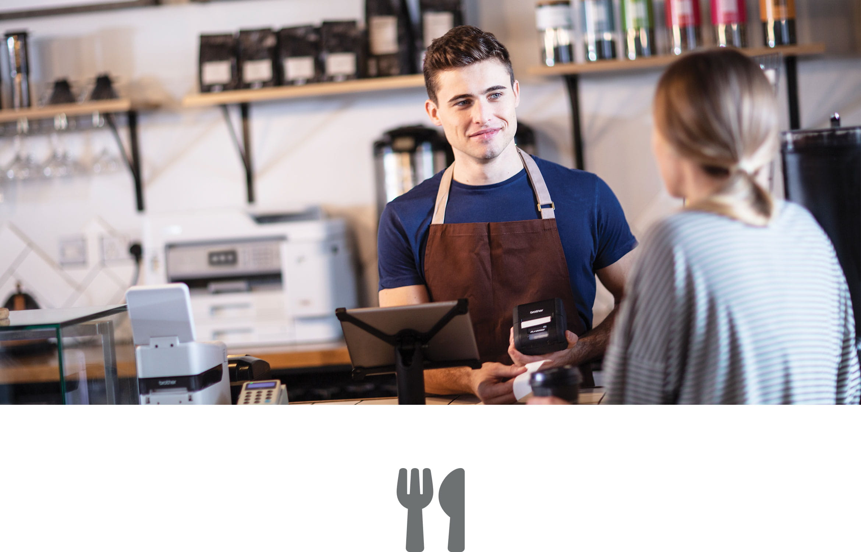 Bărbat în cafenea servind o clientă