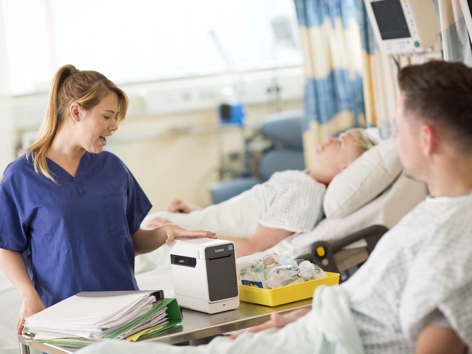 TD lângă pat pacient