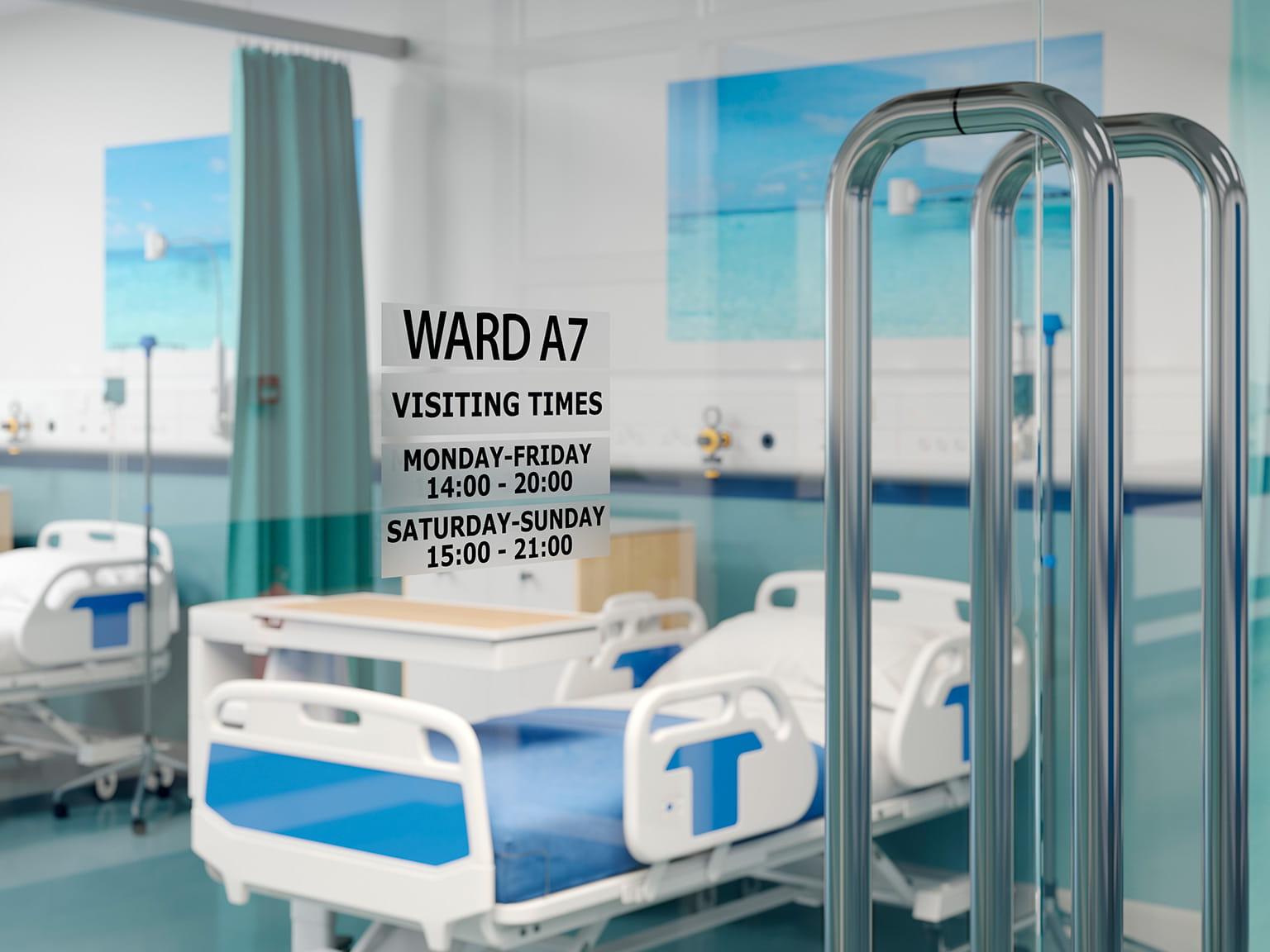 Etichetă P-touch TZe negru pe transparent pe ușă în spital