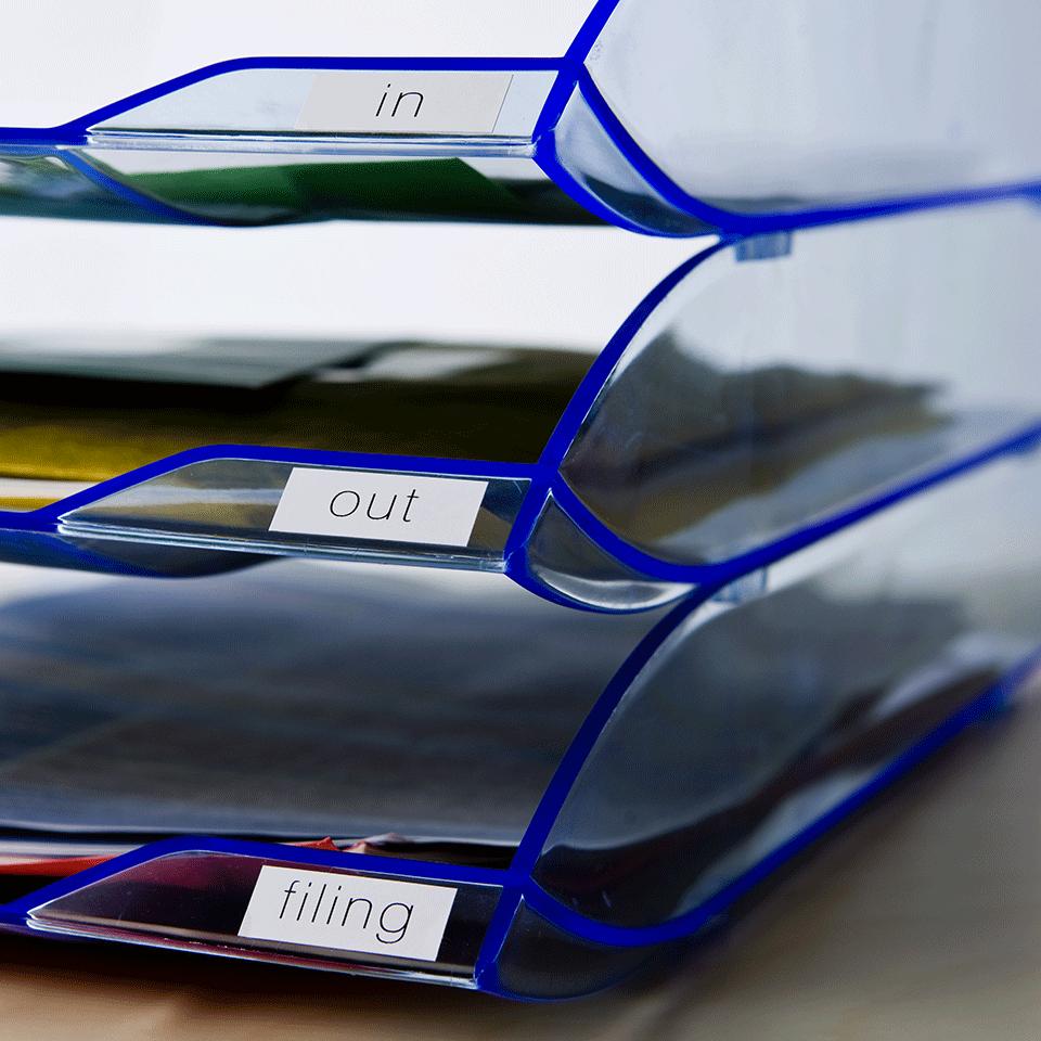 Rolă de hârtie continuă originală Brother DK-22214 – negru pe alb, lățime de 12mm 2
