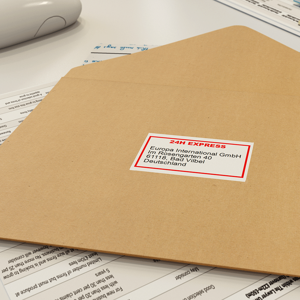 Rolă de hârtie continuă originală Brother DK-22251 – negru și roșu pe alb, lățime de 62mm 2
