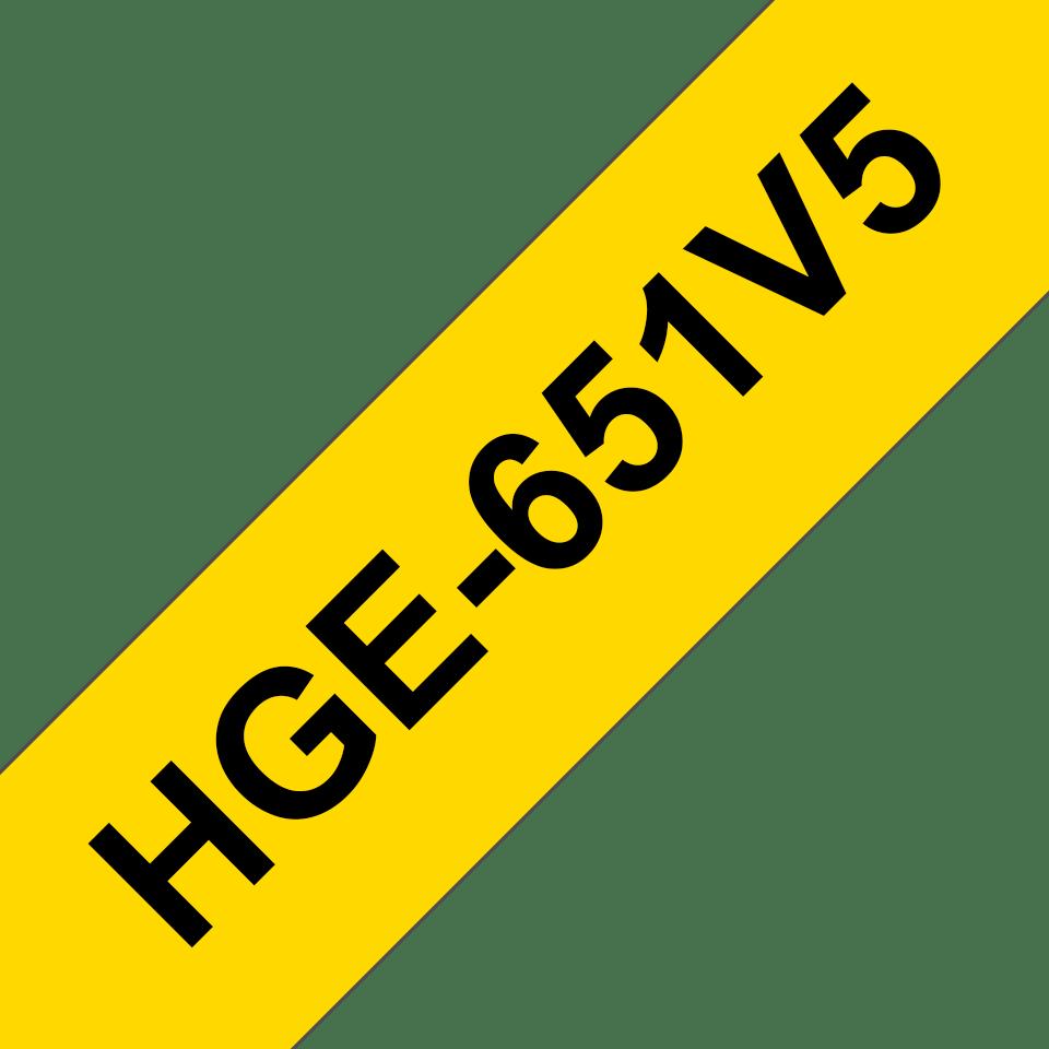 Casetă cu bandă de etichete originală Brother HGe-651V5 – negru pe galben, lățime de 24mm