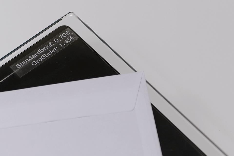 Casetă cu bandă de etichete originală Brother TZe-135 – alb pe transparent, lățime de 12mm 4