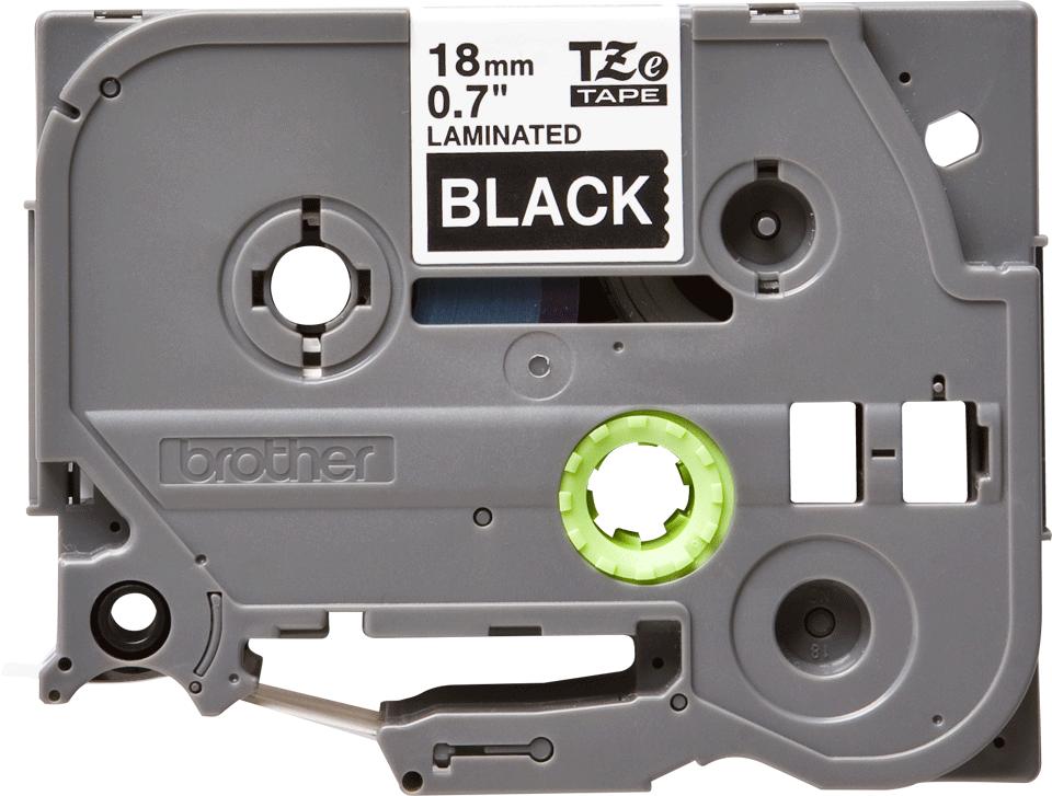 Casetă cu bandă de etichete originală Brother TZe-345 – alb pe negru, lățime de 18mm