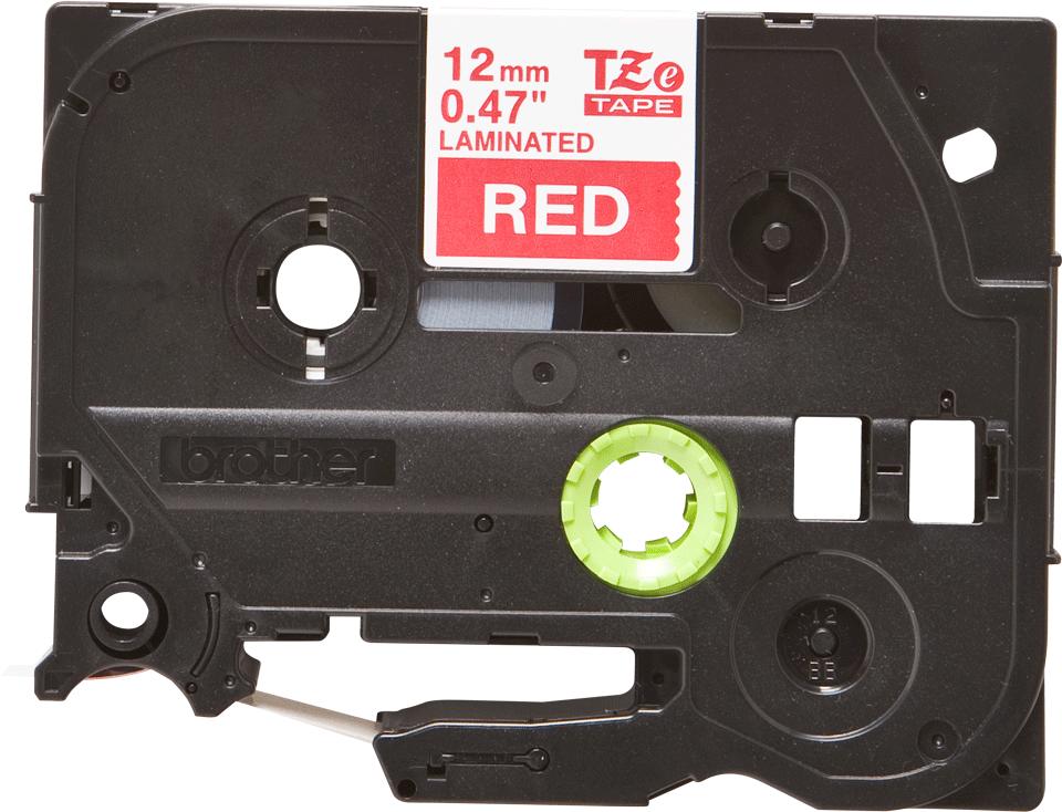 Casetă cu bandă de etichete originală Brother TZe-435 – alb pe roșu, lățime de 12mm