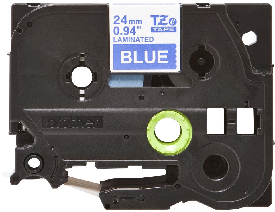 Casetă cu bandă de etichete originală Brother TZe-555 – alb pe albastru, lățime de 24mm