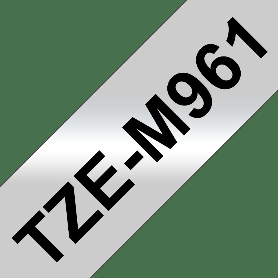 Casetă cu bandă de etichete originală Brother TZe-M961 – negru pe argintiu mată, lățime de 36mm 3