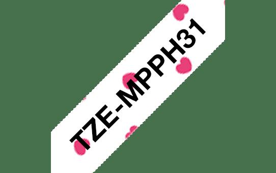 Casetă cu bandă de etichete originală Brother TZe-MPPH31 – negru pe inimi roz, lățime de 12mm