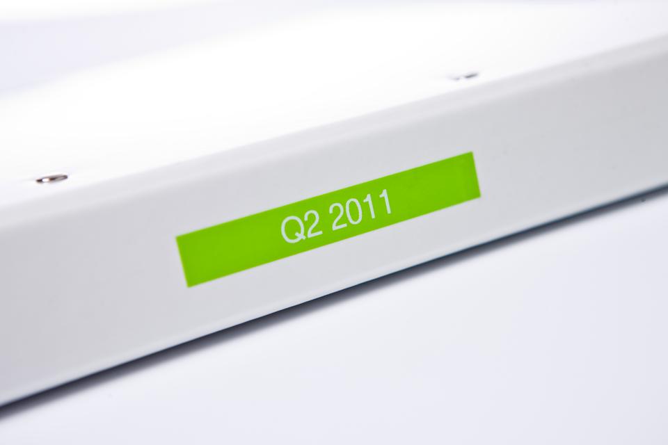 Casetă cu bandă de etichete originală Brother TZe-MQG35 – alb pe verde lime, lățime de 12mm 4