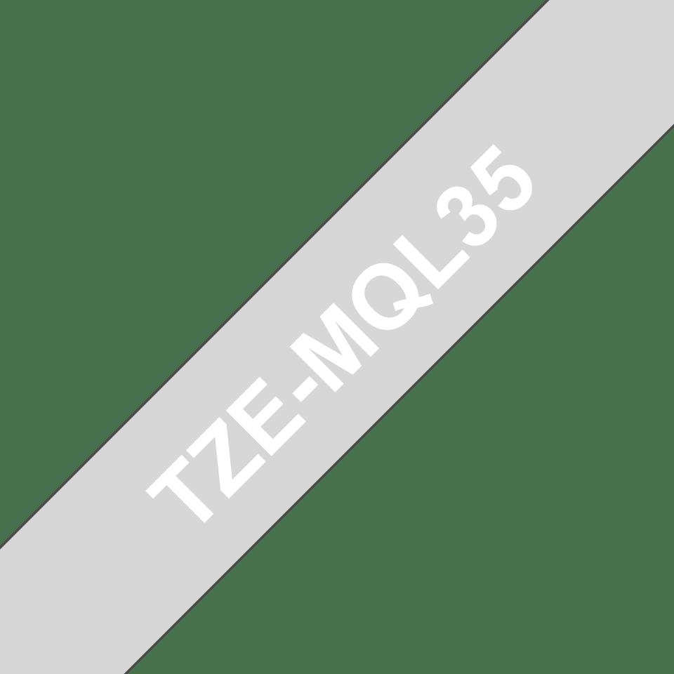 Bandă de etichete originală Brother TZe-MQL35 – alb pe gri, lățime de 12mm