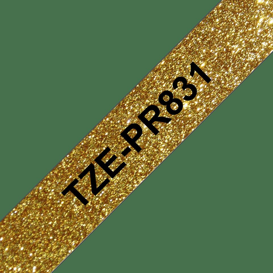 Casetă cu bandă de etichete originală Brother TZe-PR831 – negru pe auriu sclipitor, lățime de 12mm